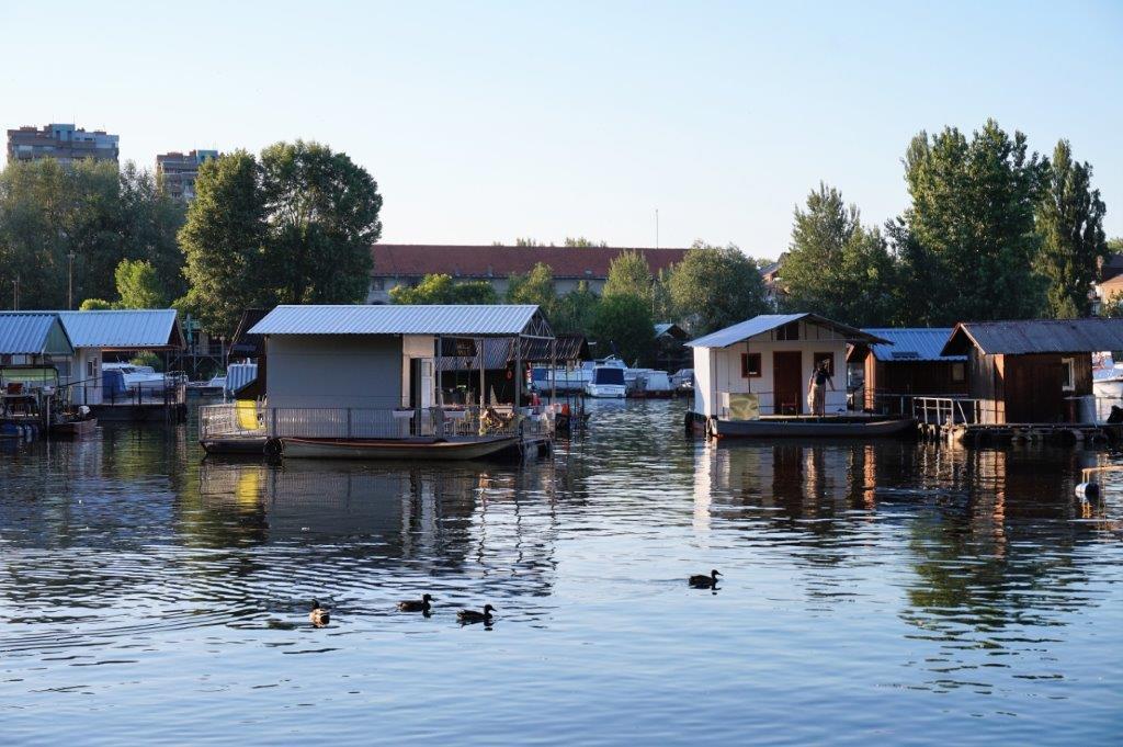 Maisons flottantes en SERBIE